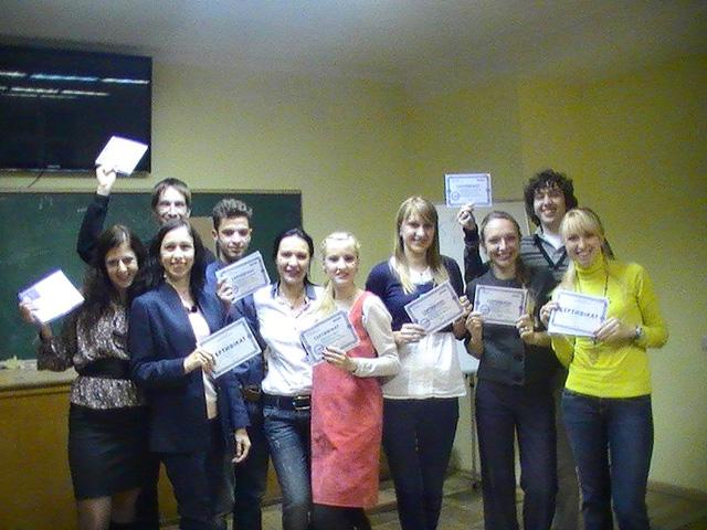 Выпуск группы по курсу риторики в учебном центре Успех
